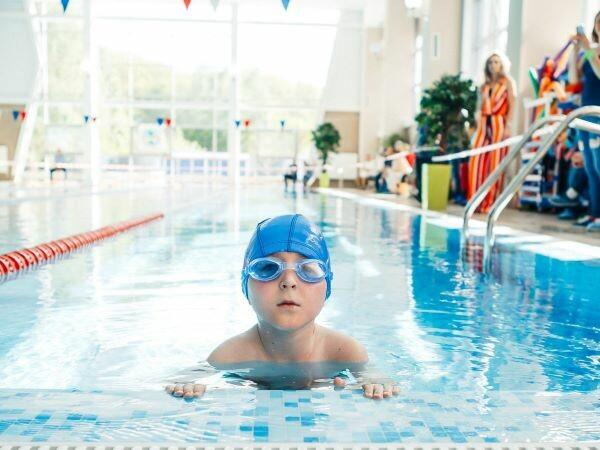Дельфины (плавание для детей)